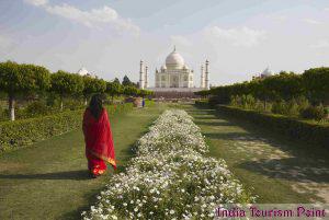 Taj Mahal Tourism Pic